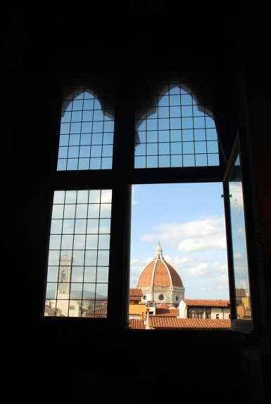 El Duomo a través de una ventana en el Palazzo Vecchio