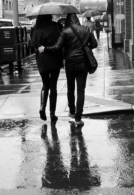 pareja lluvia