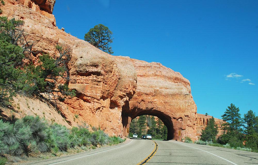 Un arco al entrar al Bryce Canyon