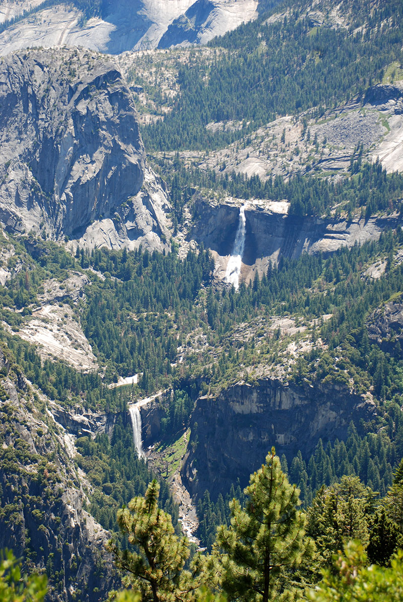 Vernal y Nevada Falls desde Glacier Point