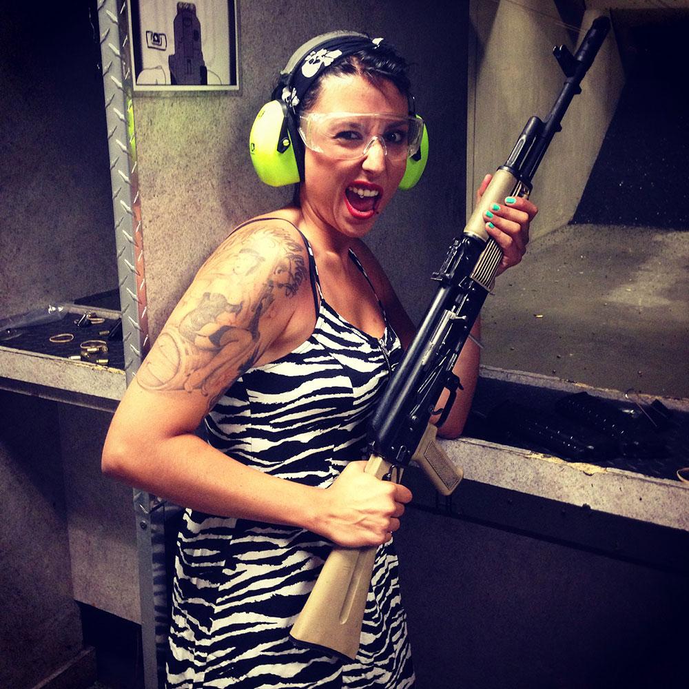 Con una AK47