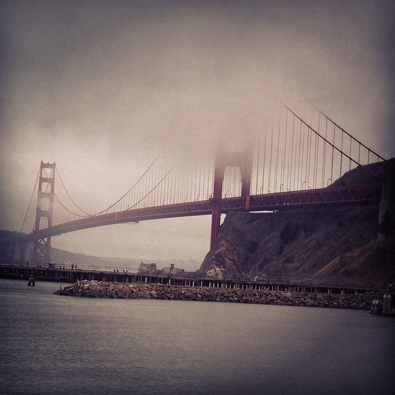 Golden Gate Bridge con niebla