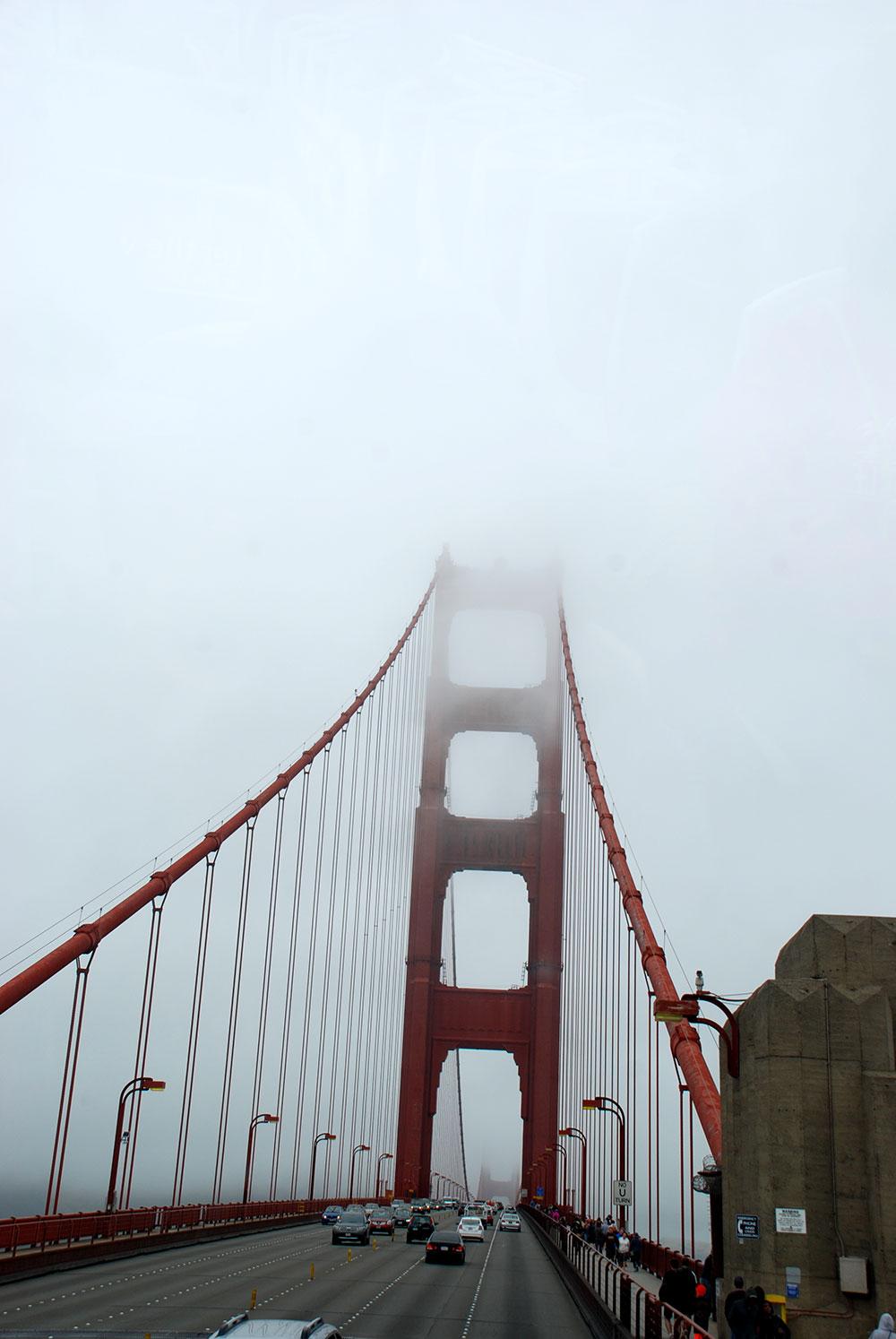 Golden Gate Bridge con niebla