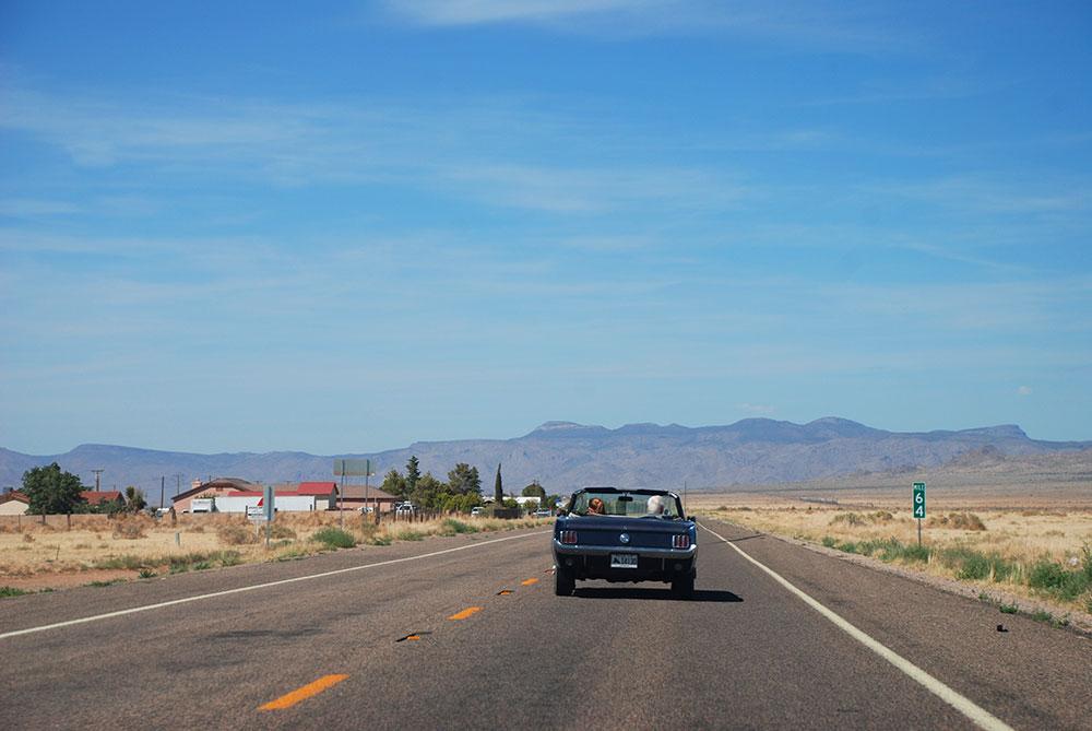 Un descapotable en la Ruta 66