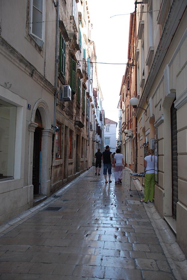 Brillantes calles en Zadar