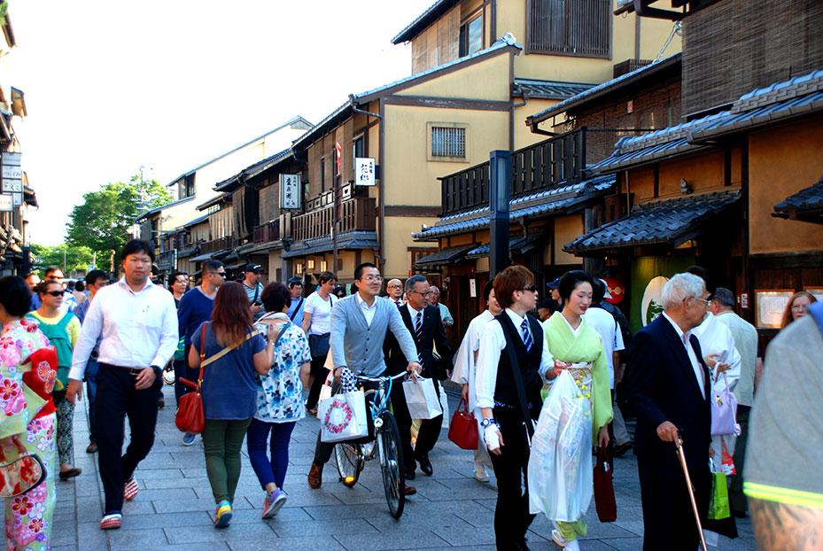 Geishas paseando por Hanami-koji